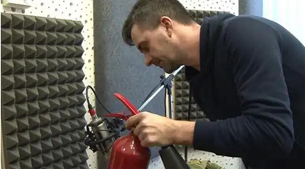 На волгоградской радиостанции для записи отбивок используют огнетушитель - Новости радио OnAir.ru